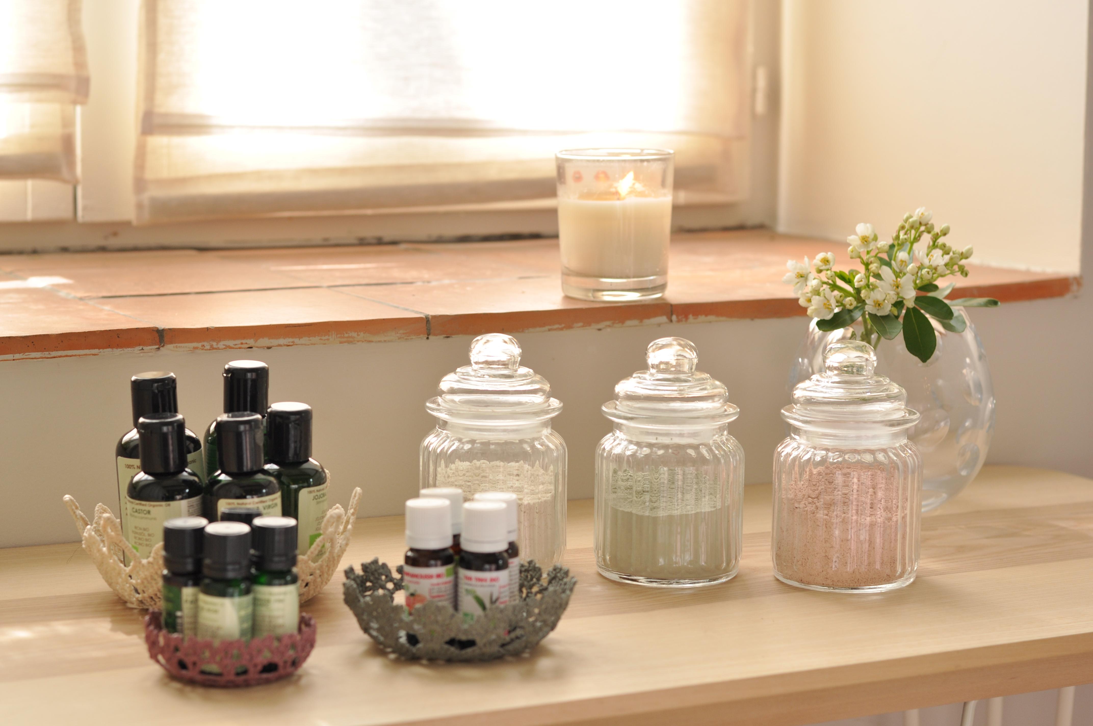 huiles essentielles, argiles naturelles dans pots en verre, bougie, nioumii massage & beauté Marcq en Baroeul